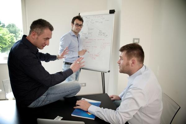 Da sinistra: Luigi De Luca, Matteo Sgalaberni e Gilberto Di Maccio, soci fondatori di Ehiweb, rispettivamente Responsabile della comunicazione, Direttore Tecnico e Direttore Commerciale.
